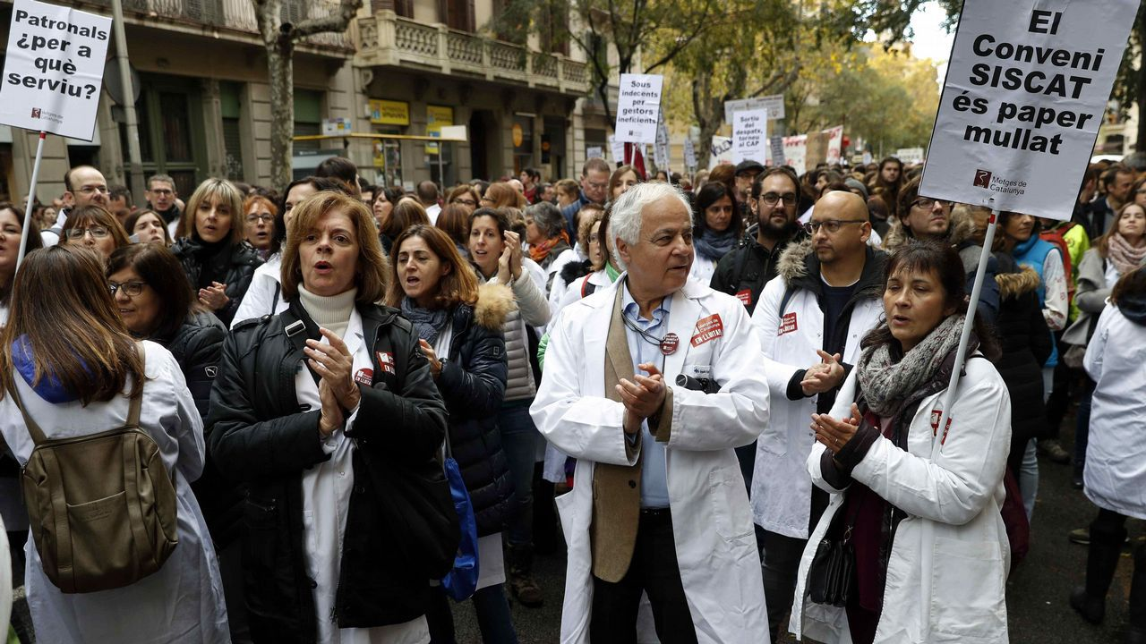 ¿Habrá purga en los Mossos?.Médicos de atención primaria comenzaron ayer una huelga para recuperar su poder adquisitivo