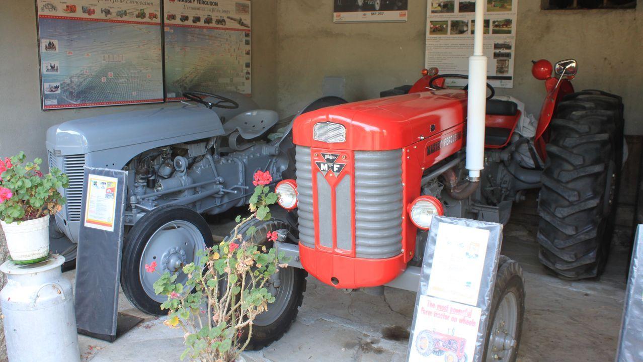 El Ferguson TE20 _el de color gris_ marcó un hito en la historia de la mecanización agraria moderna