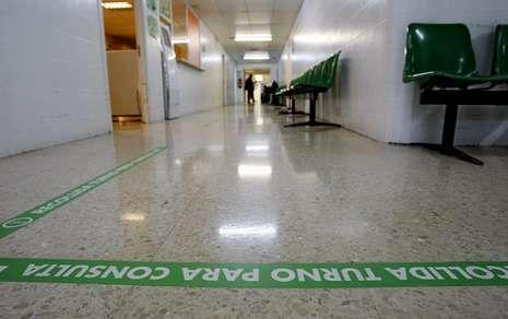.En los hospitales -en la foto, el de Ourense- se programaron 4 millones de consultas en el 2013.