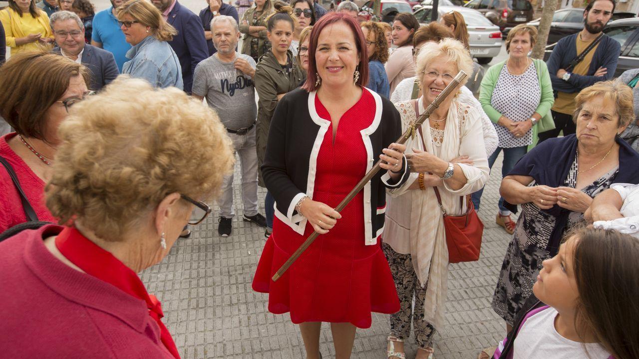 Sandra Insua, en el centro, alcaldesa de Camariñas