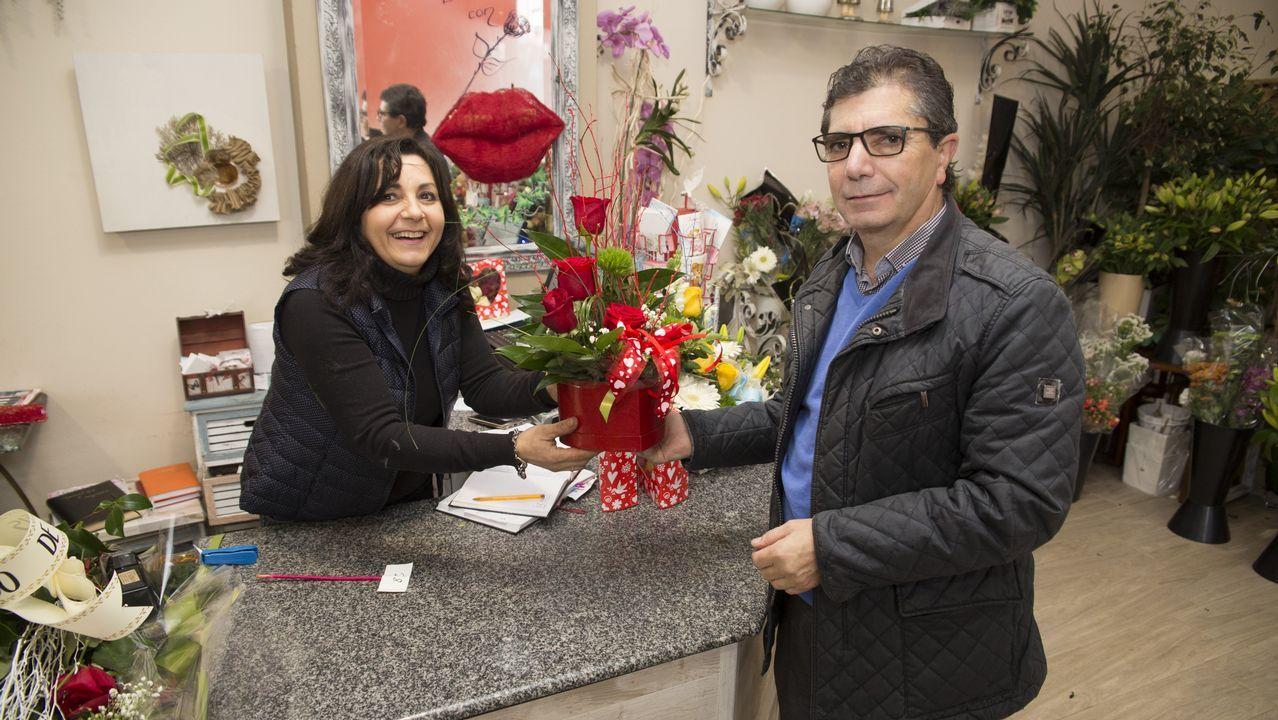Verona.La floristería Pradovello se ha llenado de corazones y rosas rojas con motivo de San Valentín y estos días exhibe un «kissing booth» (rincón del beso) muy llamativo