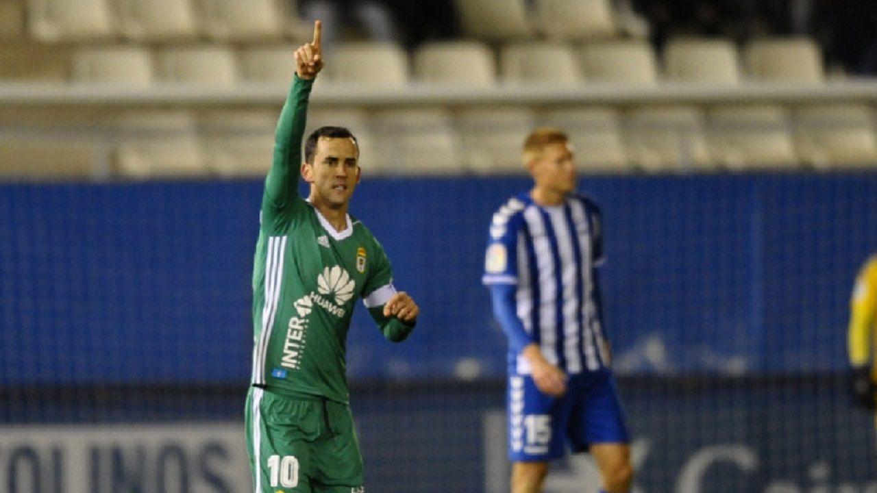 Gol Linares Lorca Real Oviedo Horizontal.Linares celebra el 0-2 frente al Lorca