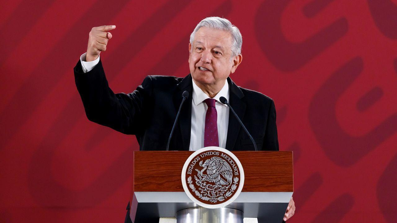El presidente de México insiste en que el Rey pida perdón por la conquista de América.Os alumnos de Quiroga miran ao Courel