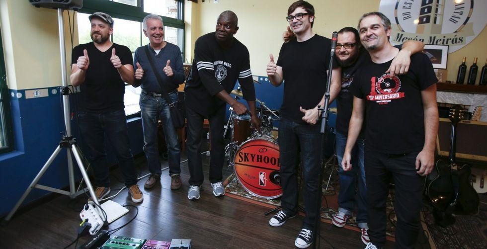 Emoción nas Festiletras cos Bos e Xenerosos: ¡Mira as imaxes!.Danny en su estudio de grabación Río Records.