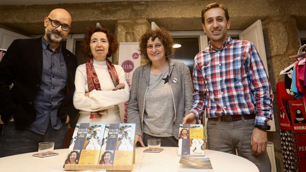 El escritor Fran Pintadera y el ilustrador Christian Inaraja recibieron el premio este miércoles en Santiago