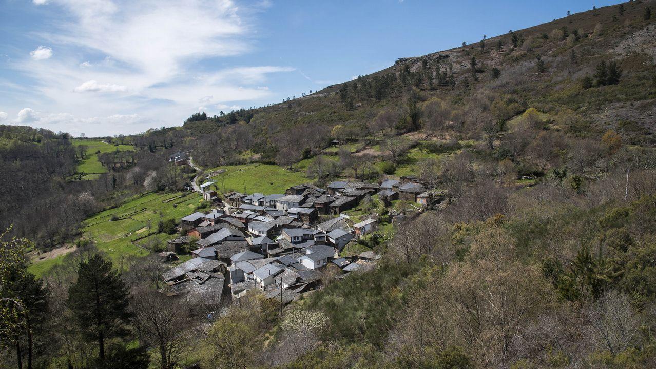 Carballal está en el límite entre los dos municipios, pero pertenece al de O Courel.