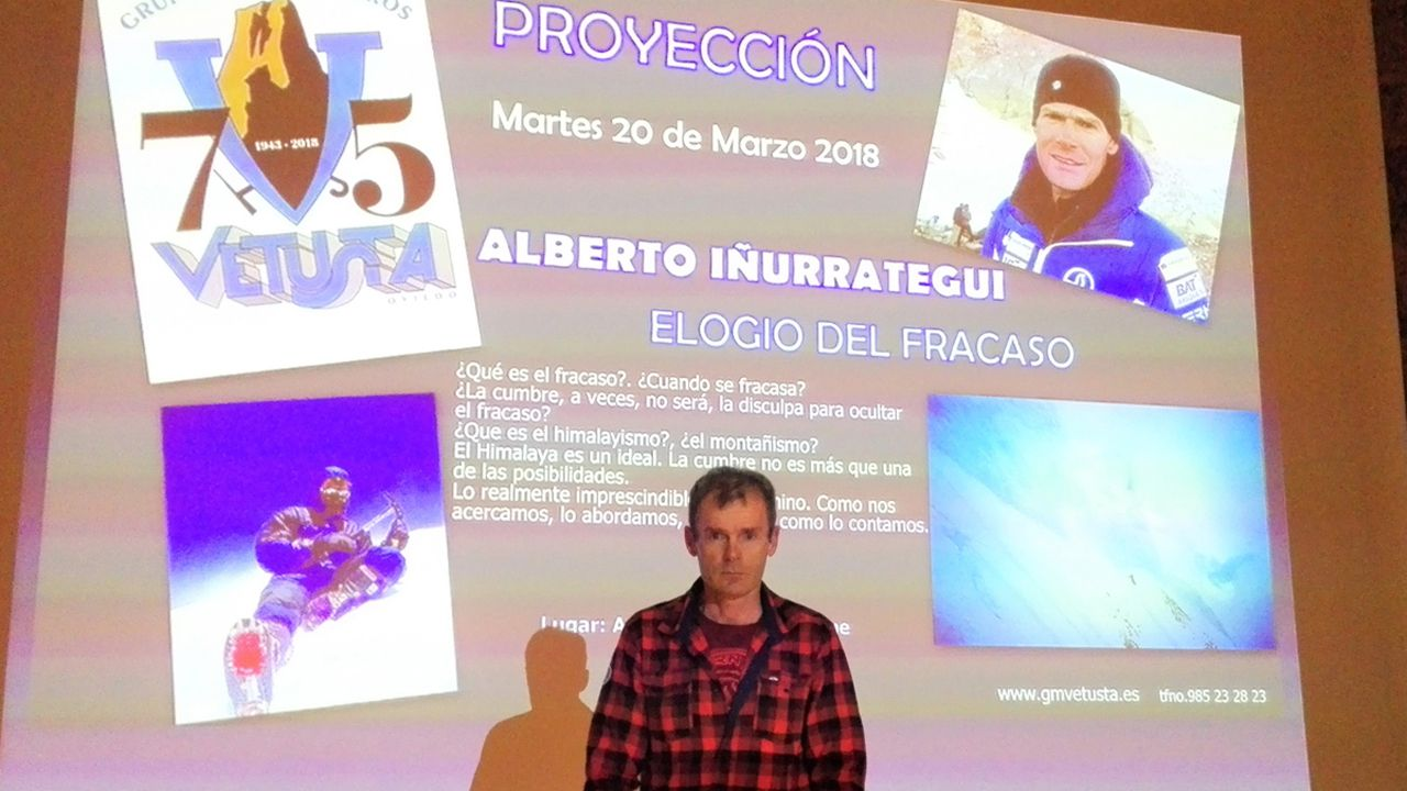 El alpinista Alberto Iñurrategi en el auditorio de Oviedo