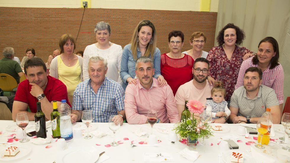 Muxía en pleno asistió a la comida anual contra el cáncer