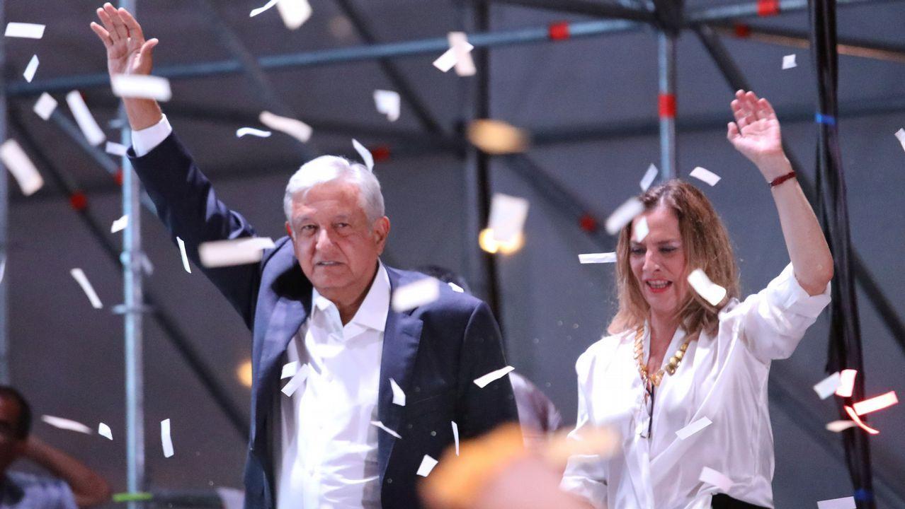 López Obrador junto a su mujer
