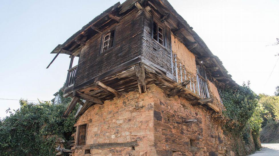 Ruta de Peites. Casa do Rego, construida con pallabarro