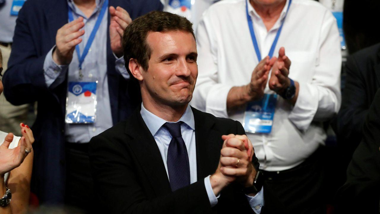 .Pablo Casado, con un gesto de agradecimiento tras conocer su victoria.