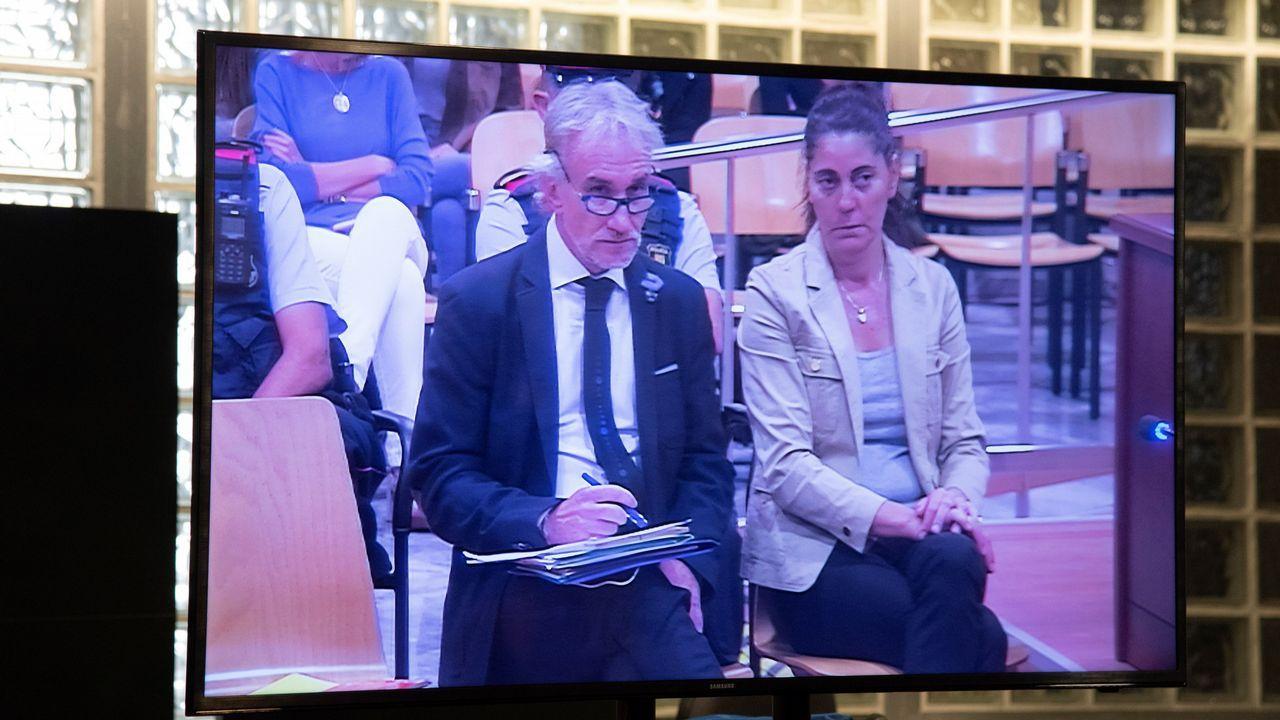 Vista de un monitor de la sala de prensa de la Audiencia de Lérida, durante el juicio que ha comenzado hoy por un delito de estafa a Fernando Blanco y Margarita Garau, los padres de Nadia