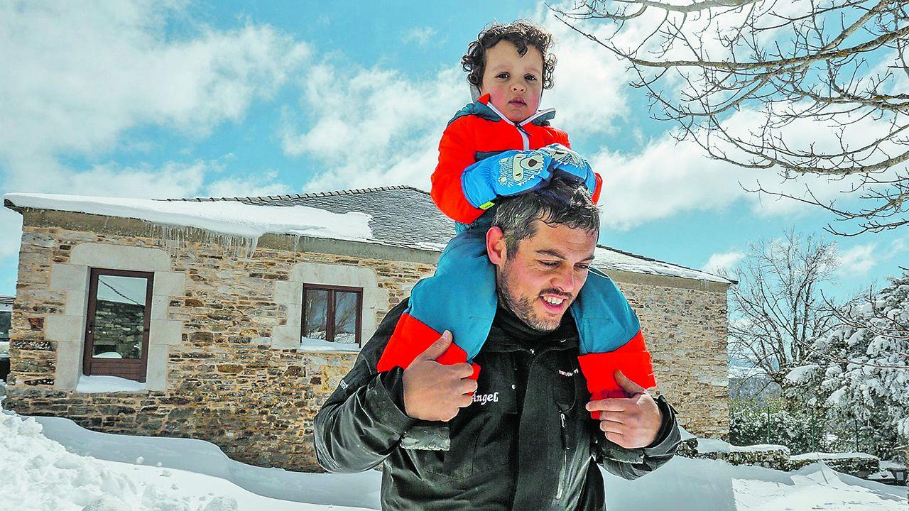 .Miguel Ángel Rodríguez, que regenta un albergue en Fonfría, Pedrafita, rehabilitó su casa siguiendo la normativa del Camino