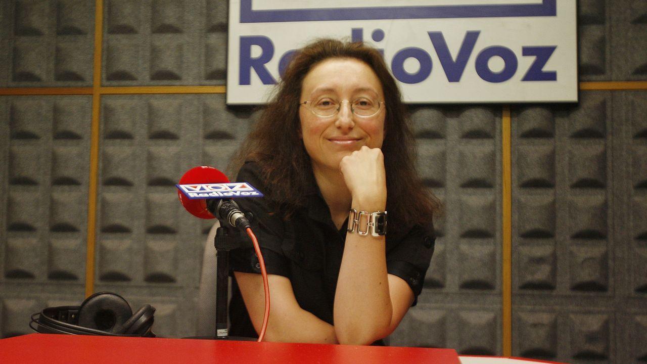 ESTHER LÓPEZ, LOCUTORA DE RADIO VOZ