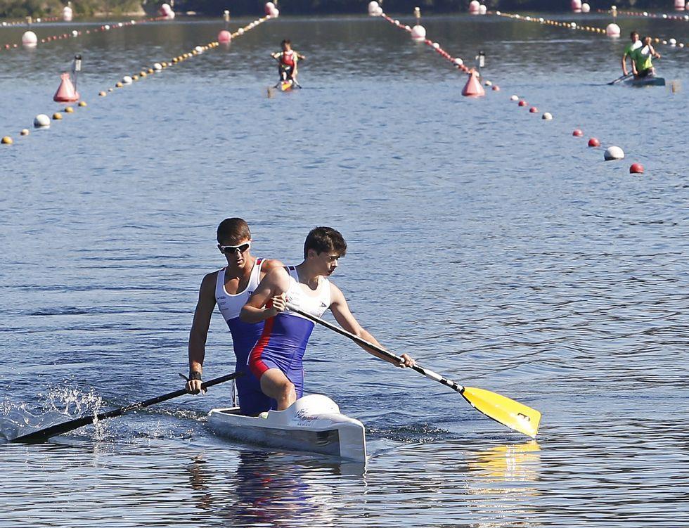 Craviotto y Toro consiguen el oro.Isaquias, a la derecha, junto a Erlon de Souza en el podio.