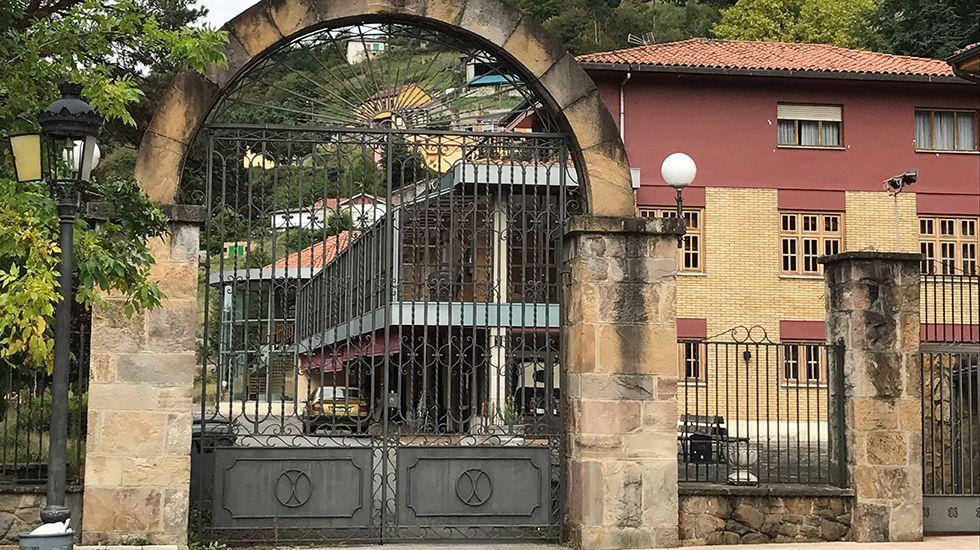 Iglesia de Santa María de Tanes.Restaurante El Urogallo