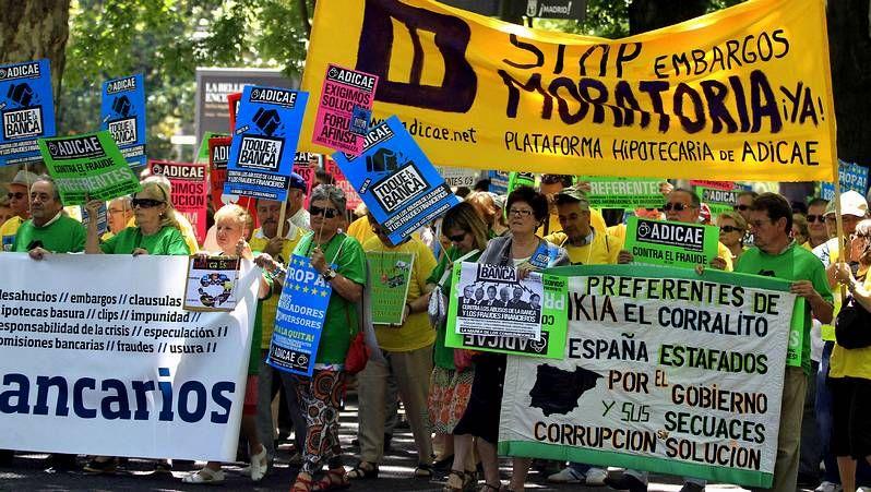 Jornada reivindicativa en Santiago.Representantes de Comisiones, sindicato mayoritario en NCG, al iniciar su comparecencia.