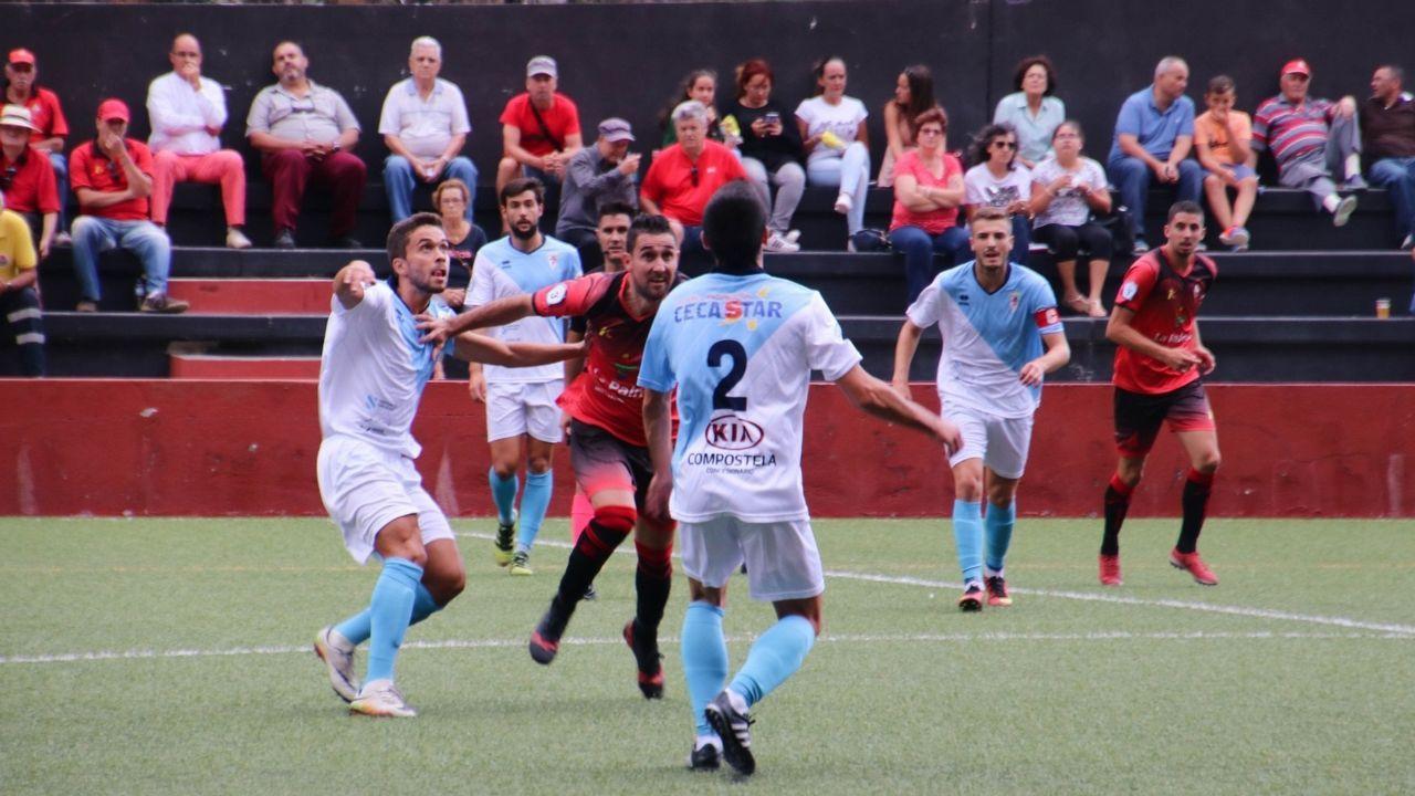 Boateng Real Oviedo Extremadura Carlos Tartiere.Los jugadores del Oviedo saludan a la afición tras el partido del sábado
