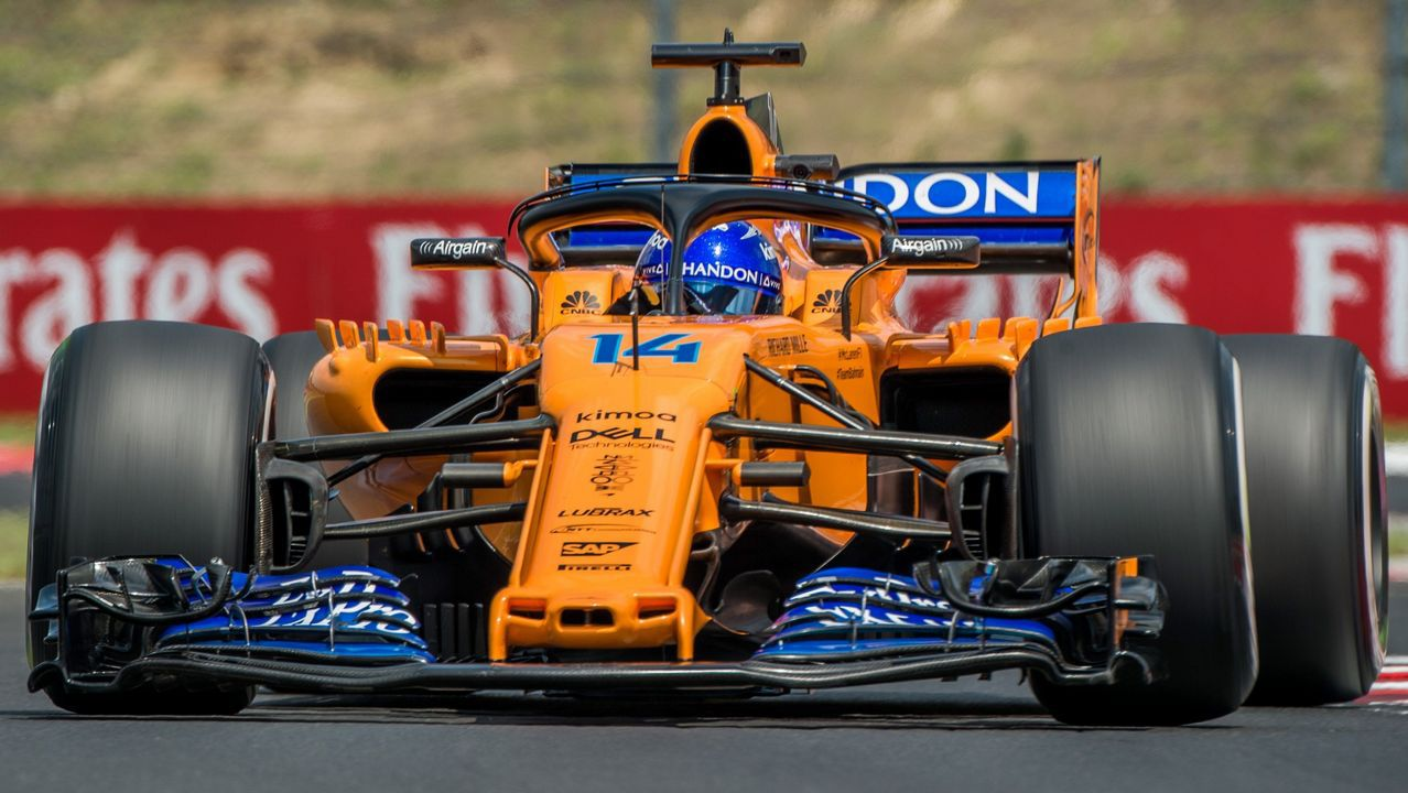 .El piloto español Fernando Alonso, de McLaren, participa en la primera sesión de entrenamientos libres en el circuito Hungaroring en Mogyorod, noreste de Budapest (Hungría) hoy, 27 de julio de 2018. El Gran Premio de Hungría de Fórmula Uno se celebrará el próximo 29 de julio