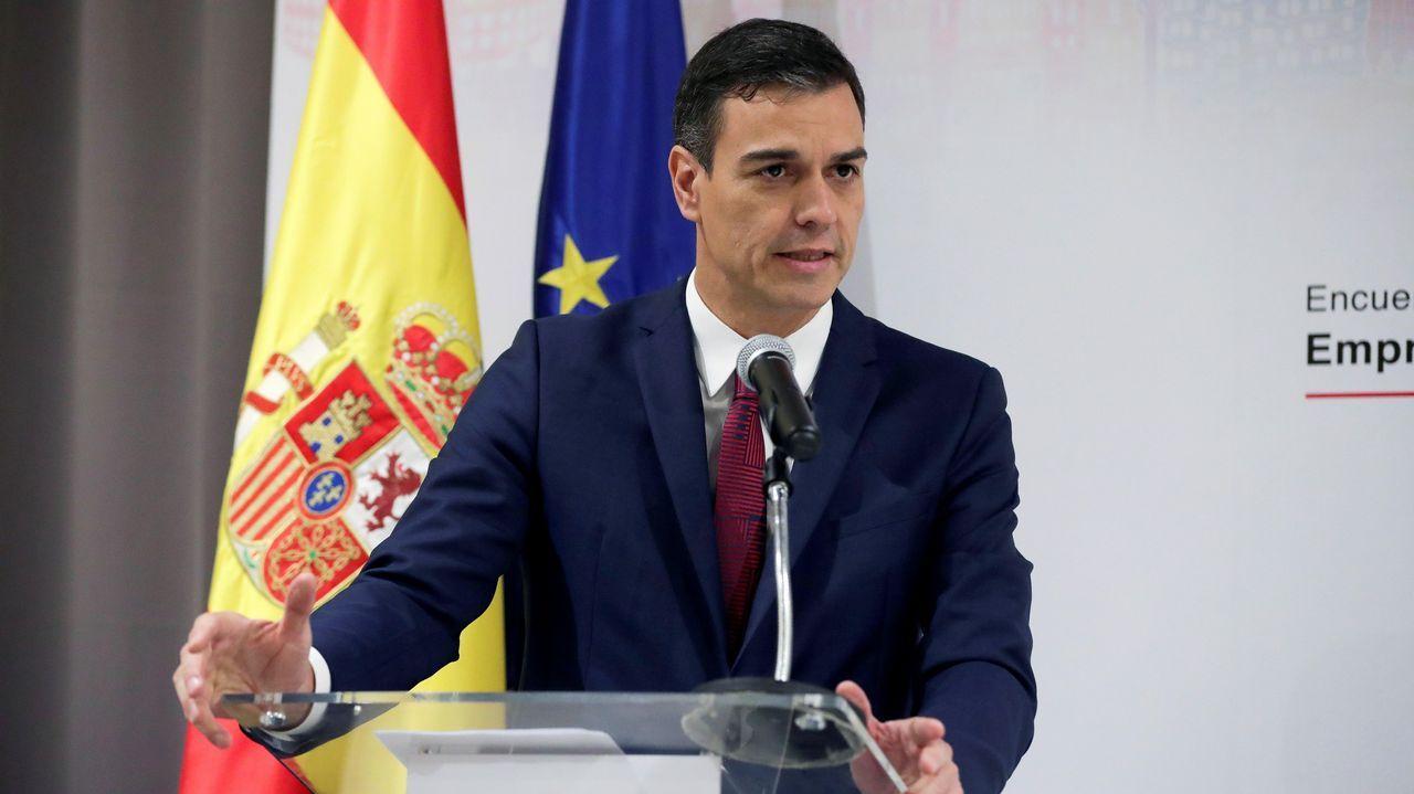 España levanta el veto y votará a favor del «brexit».Theresa May y Jean-Claude Juncker, esta mañana