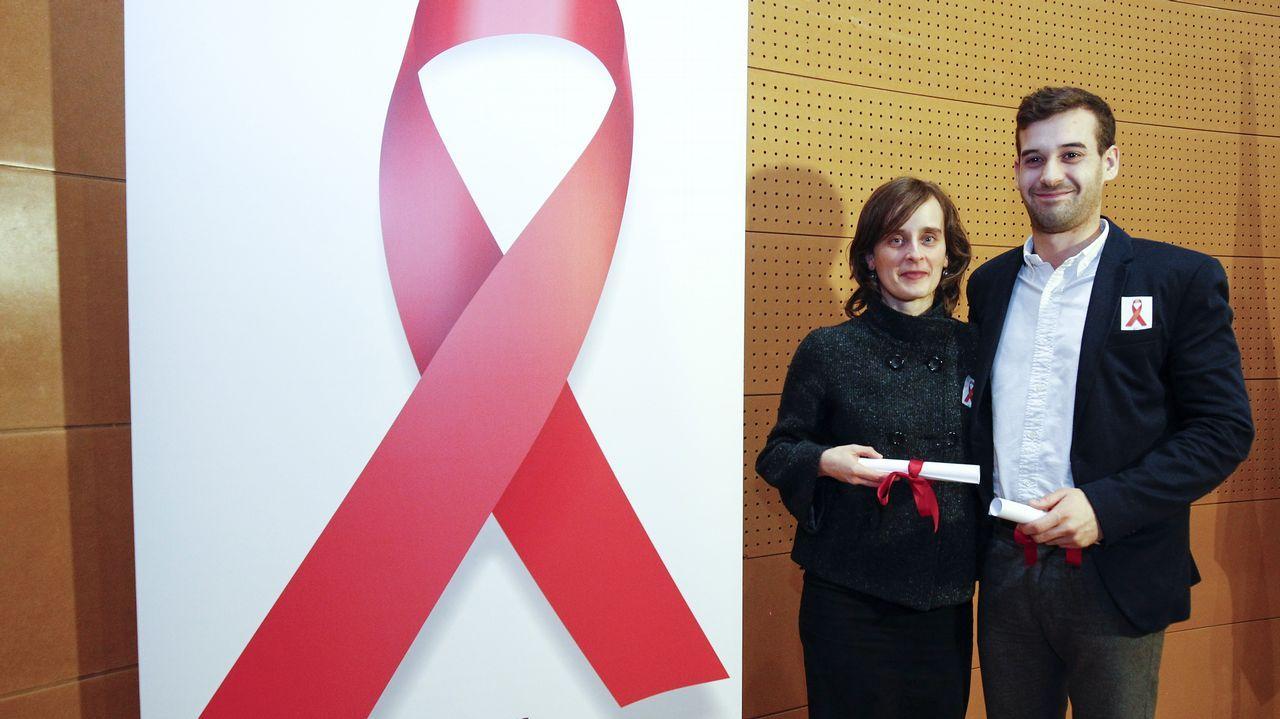 La cadena humana contra el sida, a su llegada a la plaza Mayor de Gijón