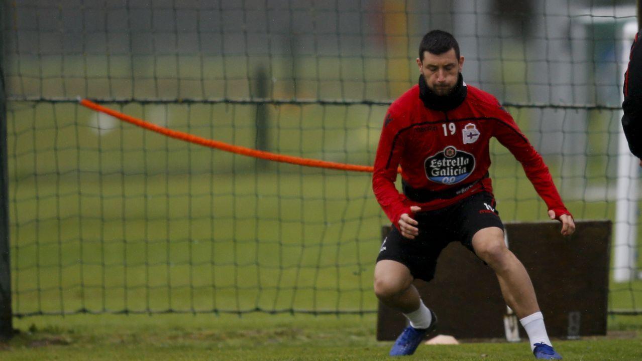 Las mejores imágenes del Deportivo - Las Palmas.Borja Valle no marca desde la primera jornada de la segunda vuelta