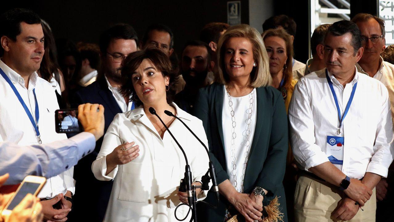 Los dos candidatos a presidir el PP, separados por la presidenta del Congreso, Ana Pastor