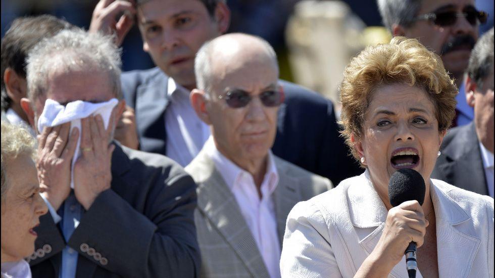 «Esto supondrá un antes y un después en Brasil».Manifestación en apoyo de la presidenta suspendida, Dilma Rousseff