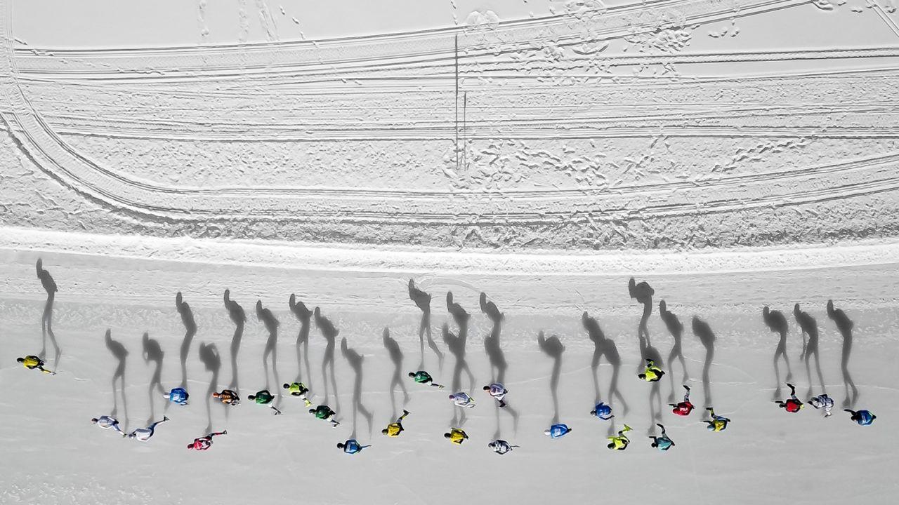 La foto de dron ganadora en la categoría de deporte corresponde a la nombrada «sombras patinando»