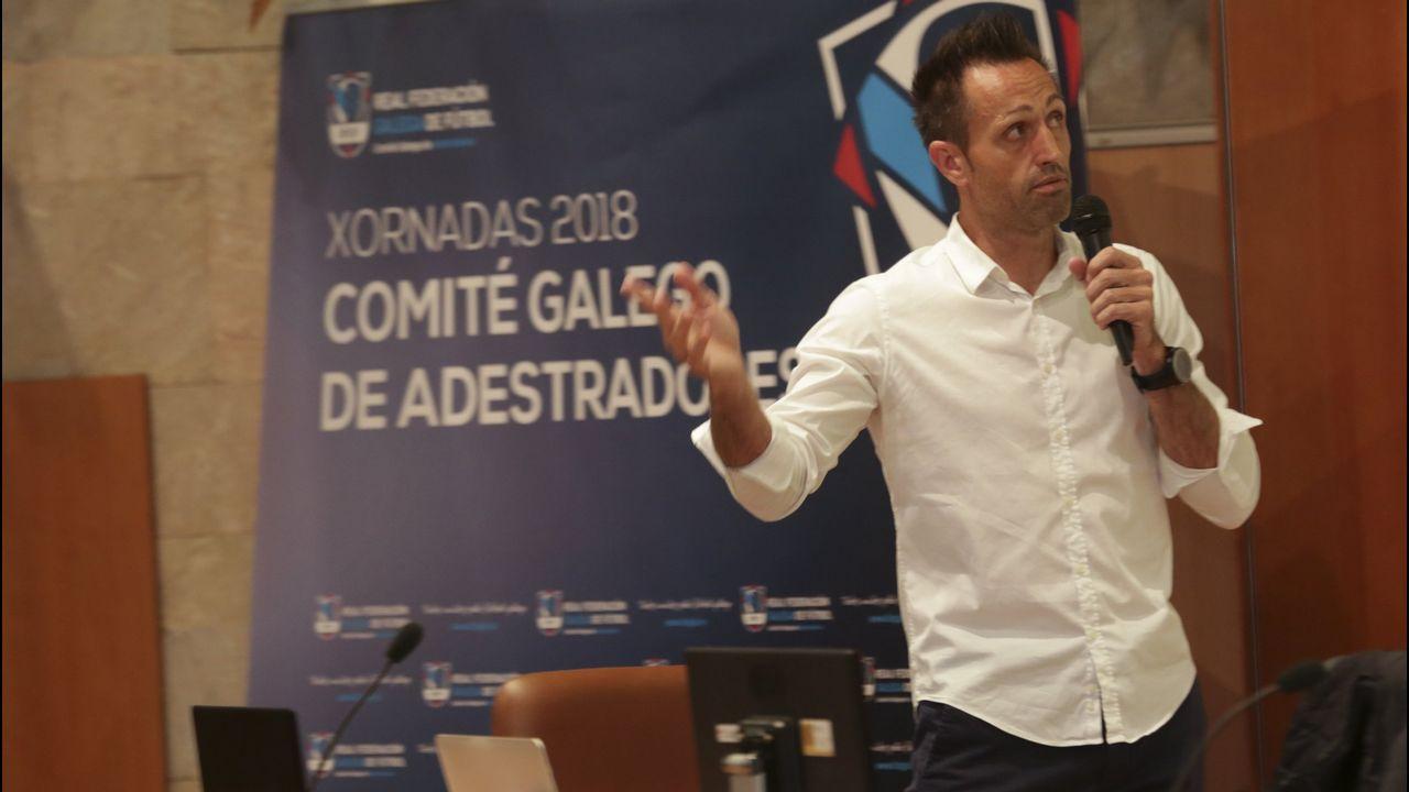Gol Folch Joselu Real Oviedo Albacete Carlos Tartiere.Pancarta de apoyo a Pelayo Novo en el Martínez Valero