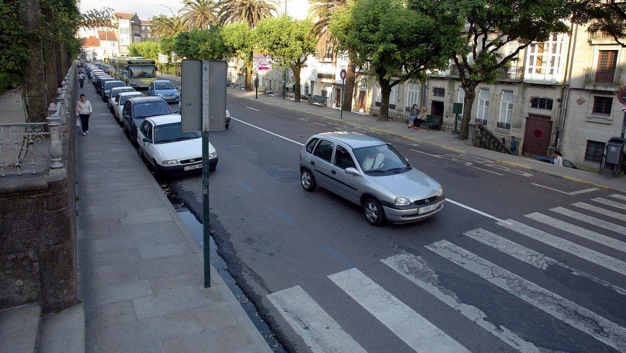 La Guardia Civil busca a los propietarios de los objetos encontrados en Santiso.Concentración de funcionarios de Pontevedra, el viernes de la pasada semana