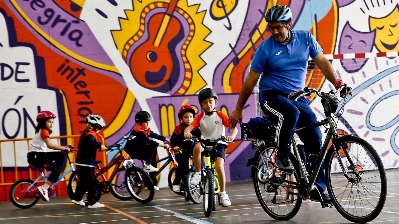 A golpe de Pedal y el Club Cicilista vigués fomentan la bici en el colegio Miralba