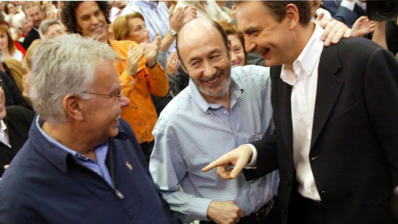 En abril del 2007 junto a Zapatero y González en la celebración del tercer aniversario del gobierno socialista
