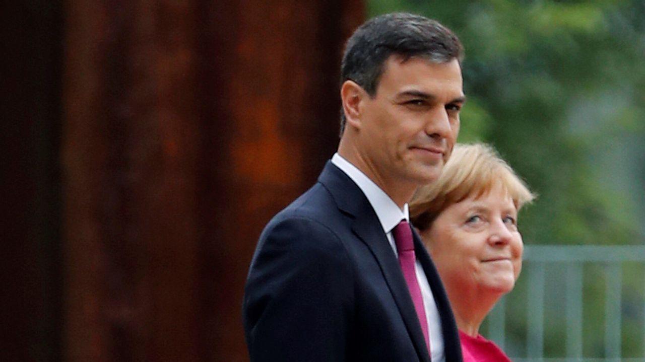 Sánchez, quien ayer visitó a Merkel, pidió a las fuerzas políticas que los acercamientos no sean un elemento de división