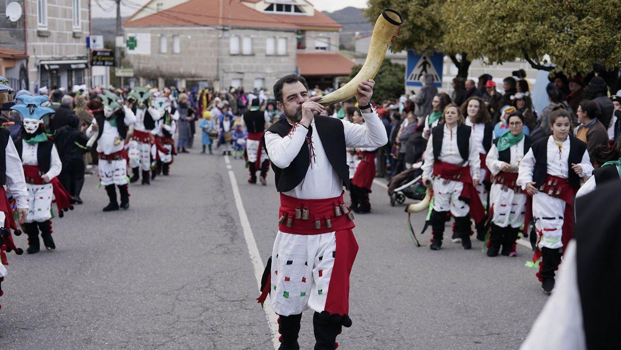 CIS Aixiña: Entidades sociais de Ourense deseñan unha X humana.
