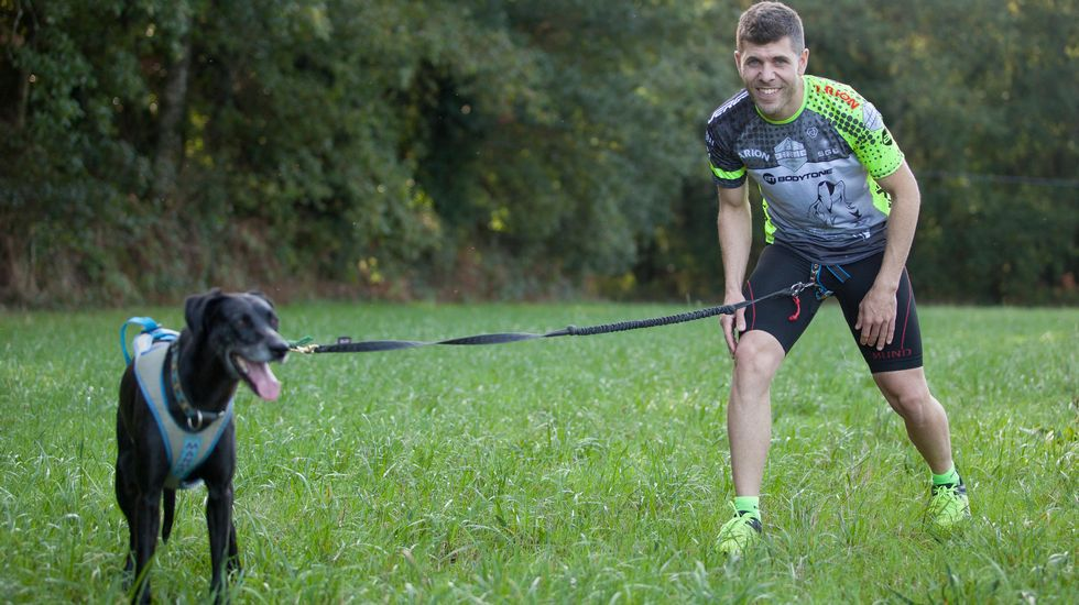 Fernardo Pérez: «Correr con perros me maravilló».Parque eólico de Norvento en Muras
