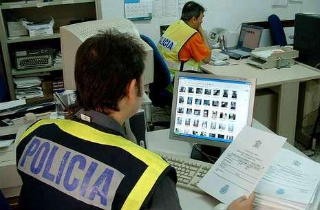 En España se persigue a quienes realizan, almacenan o intercambian fotos de pornografía infantil.