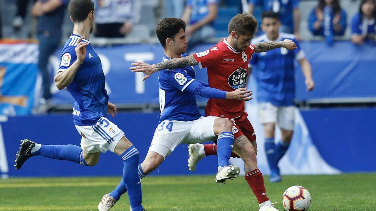 Jimmy Pedro Real Oviedo Deportivo Carlos Tartiere.Jimmy disputa un balón con Borja Valle en el Real Oviedo-Dépor
