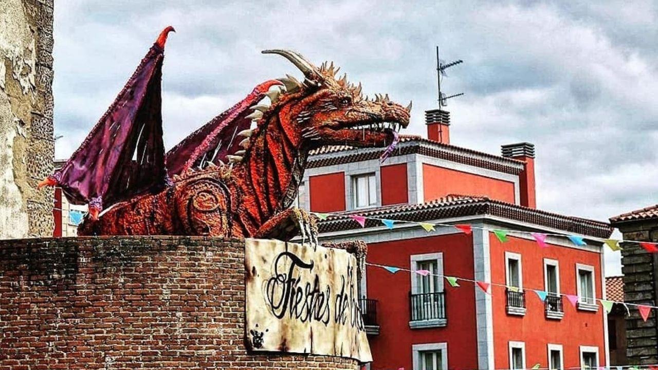Fiestas de Cimavilla.La dragona Ramona, mascota de las fiestas en los dos últimos años