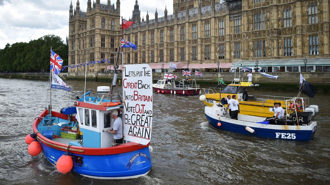 Vista de la contaminación en Oviedo.Farage reapareció con una campaña contraria a May