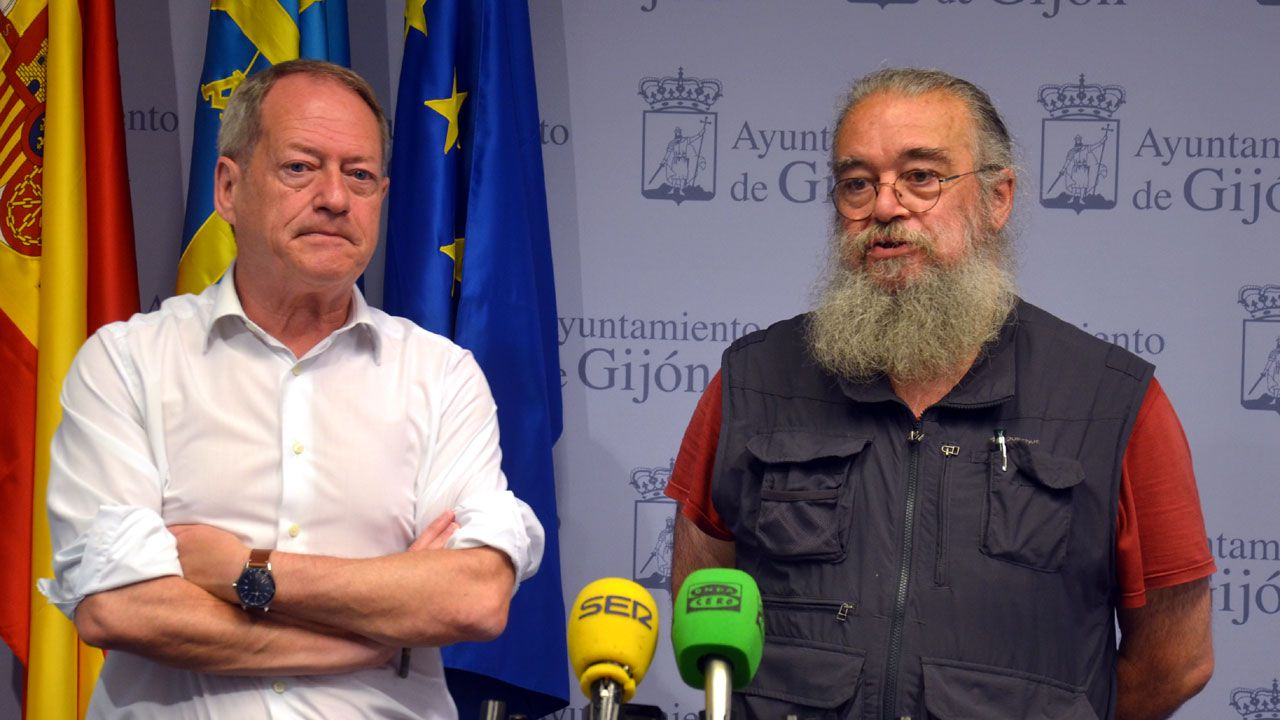 EMULSA.Aurelio Martín y Luis Fernández, de la Asociación Asturias Laica