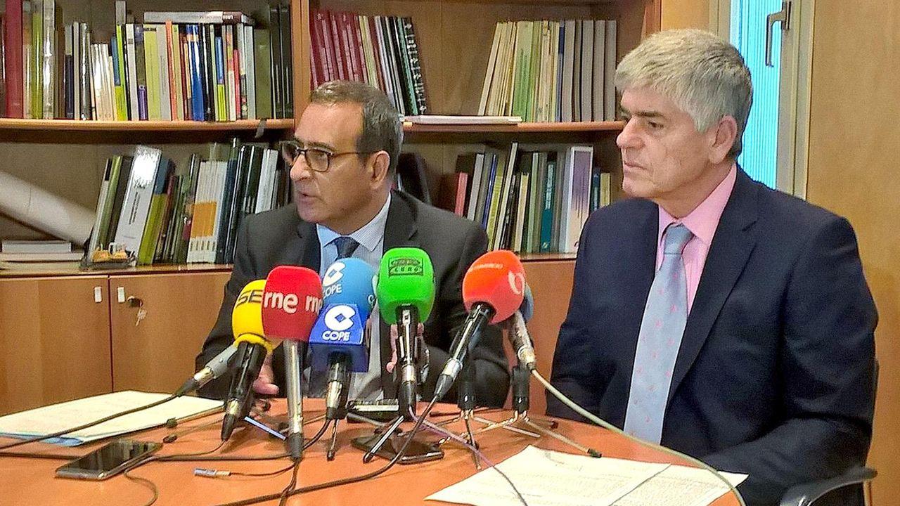 A la izquierda, el consejero de Infraestructuras y presidente de Cogersa Fernando Lastra. A la derecha, Santiago Fernández, gerente del consorcio