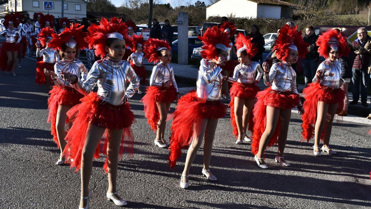 Imágenes del desfile de comparsas de Pantón.