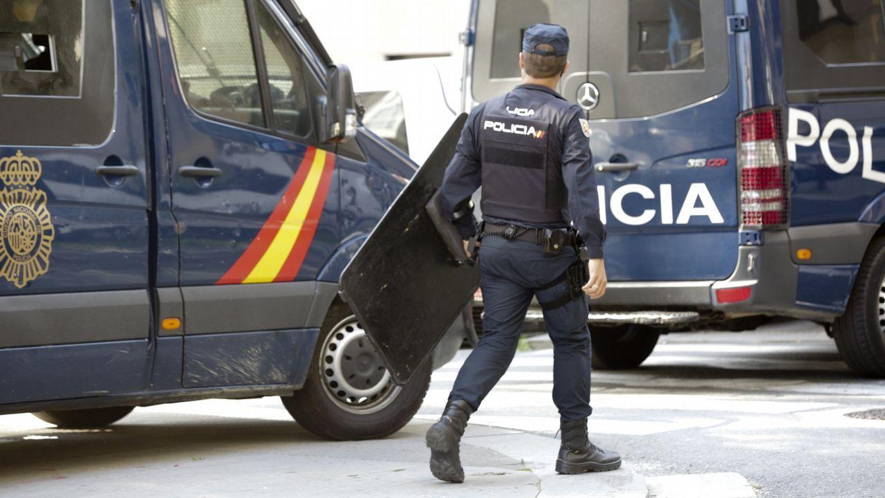 Concentración de los trabajadores de Alcoa ante el Ministerio de Industria.Policía Nacional