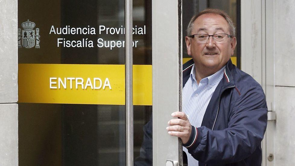Juan Cigales, excontable del SOMA-UGT y del Infide, a su llegada a la Sección Tercera de la Audiencia Provincial de Oviedo donde ha sido citado como testigo