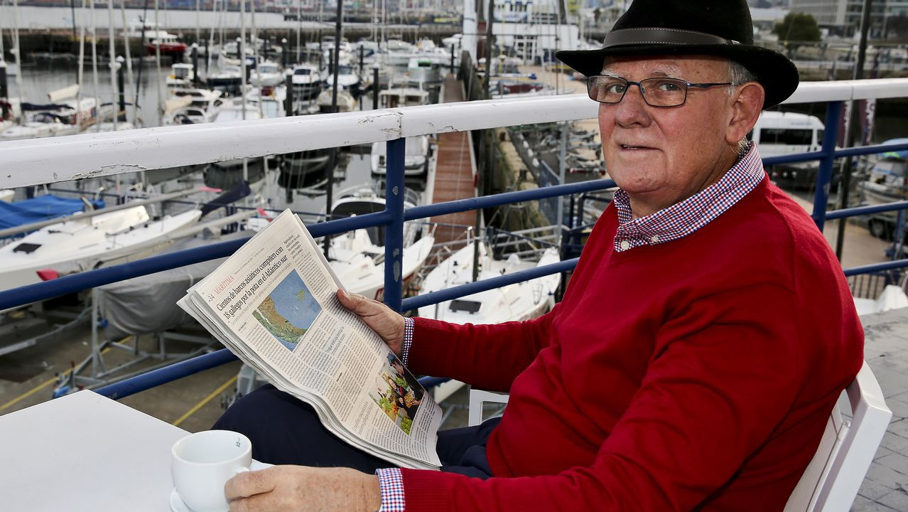 Novoa conserva la costumbre de empezar el día leyendo la información marítima