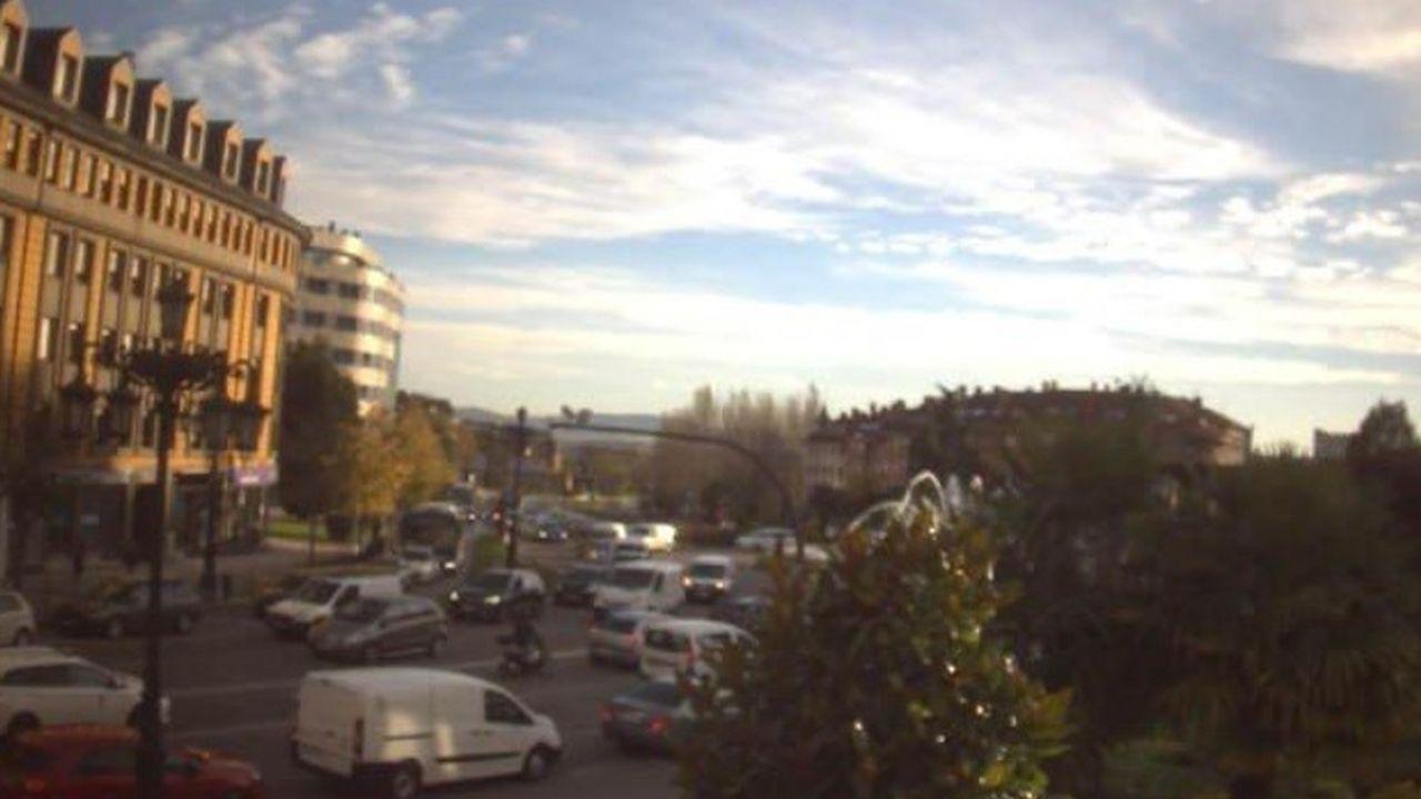 Tráfico lento en la calle General Elorza de Oviedo