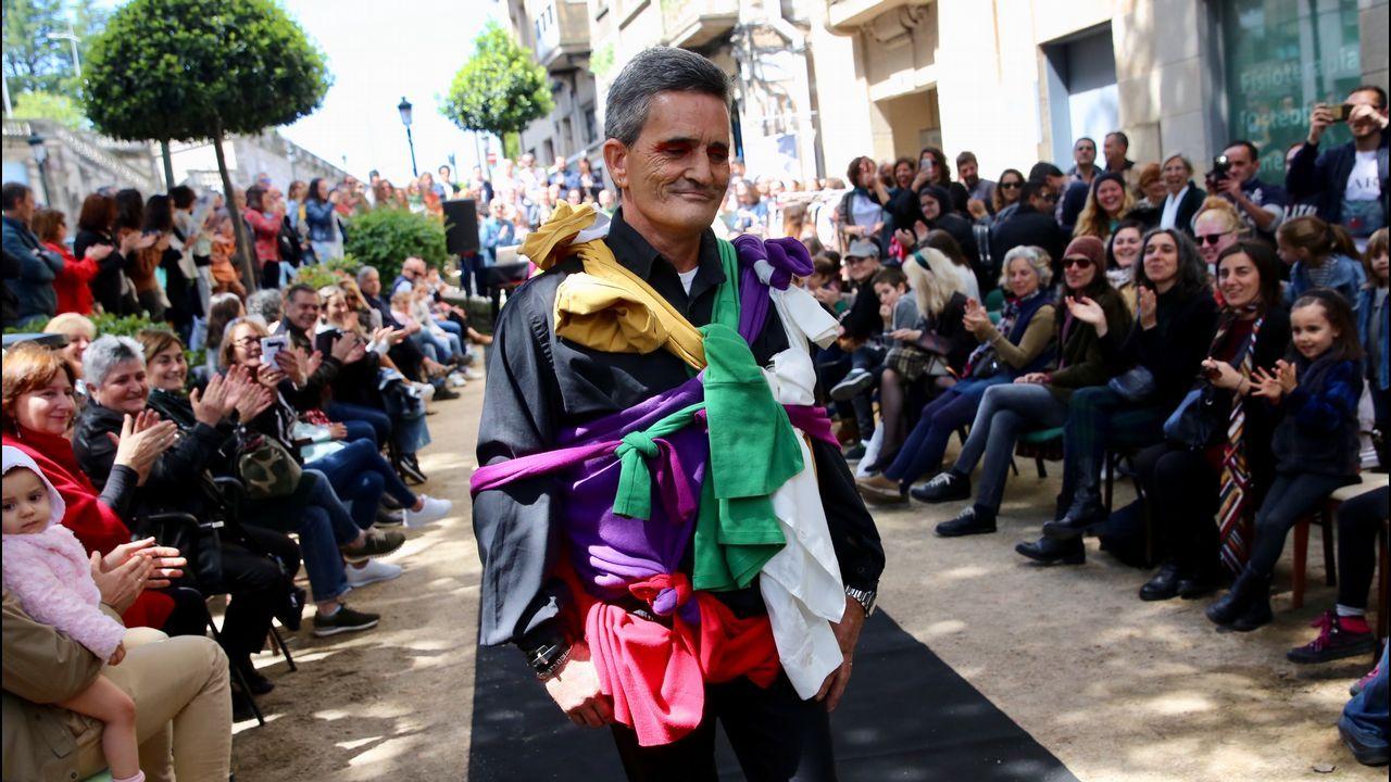 Un desfile de segunda mano.Victoria Federica, con el alcalde de Sevilla Juan Espadas y el presidente del Real Club de Enganches, Jesús Contreras