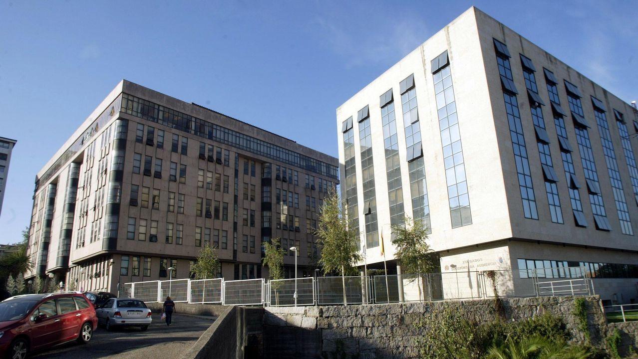 Jueces, magistrados y fiscales en huelga ante el Palacio de Justicia de Gijón