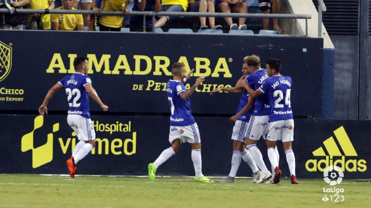 Gol Tejera Joselu Aaron Carlos Hernandez Javi Muñoz Cadiz Real Oviedo Carranza.Los futbolistas del Real Oviedo celebran el gol de Tejera ante el Cadiz